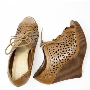 SBICCA open toe brown lace up wedge shoes sandals